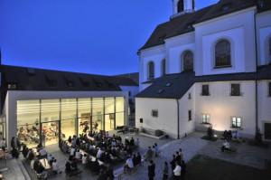 HFKM_Innenhof_Nacht_home